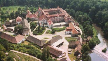 Relacja z wakacyjnego wyjazdu językowego uczennic do Niemiec – doświadczenia naukowe w klasztorze